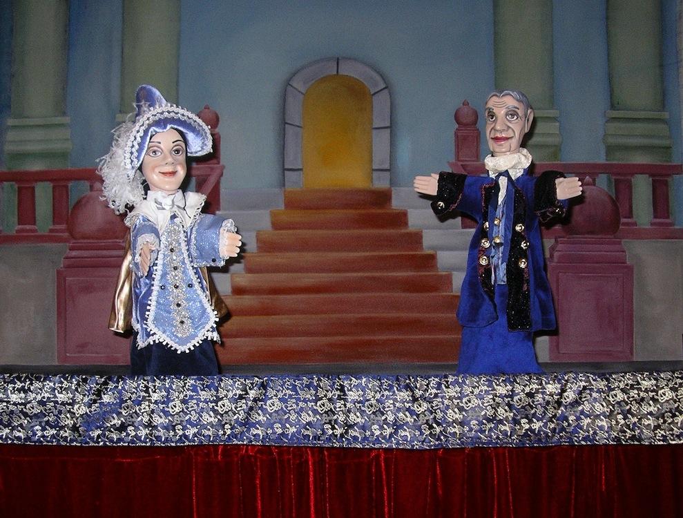 フランスの伝統的な木製グローブ人形